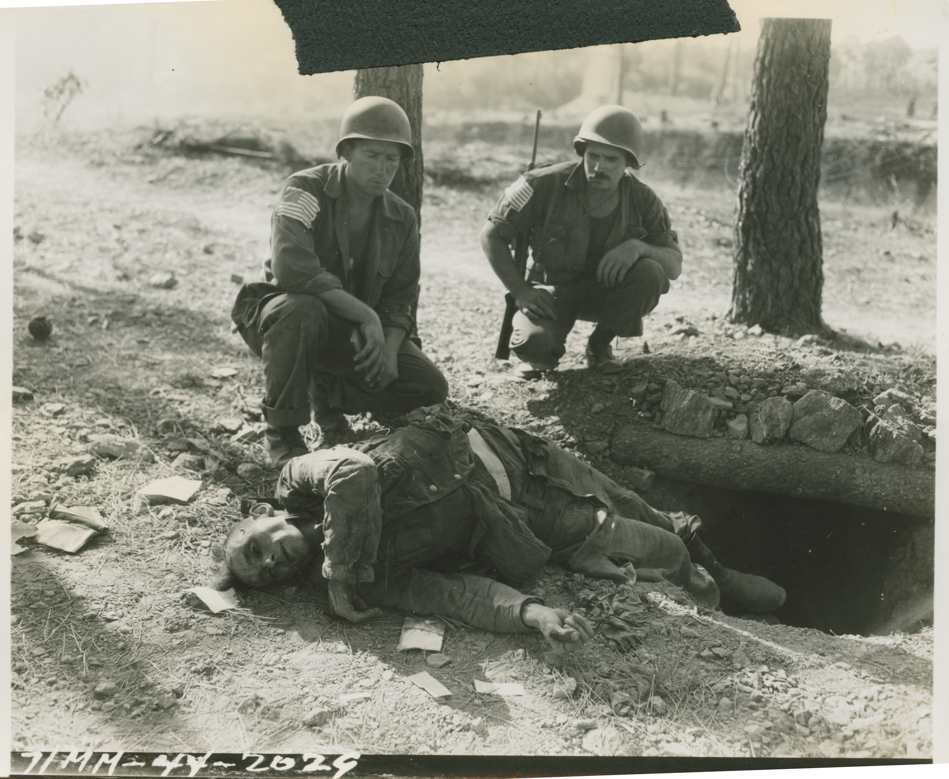 Japanese Generals Us Soldiers Look At A Deceased German Soldier In France On